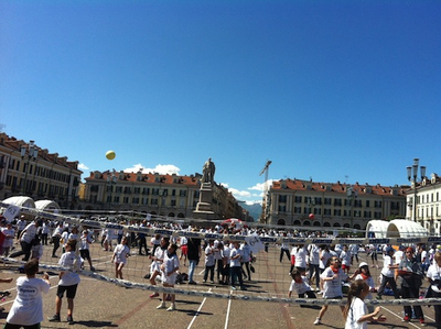 panoramica su Piazza galimberti al Big store volley day
