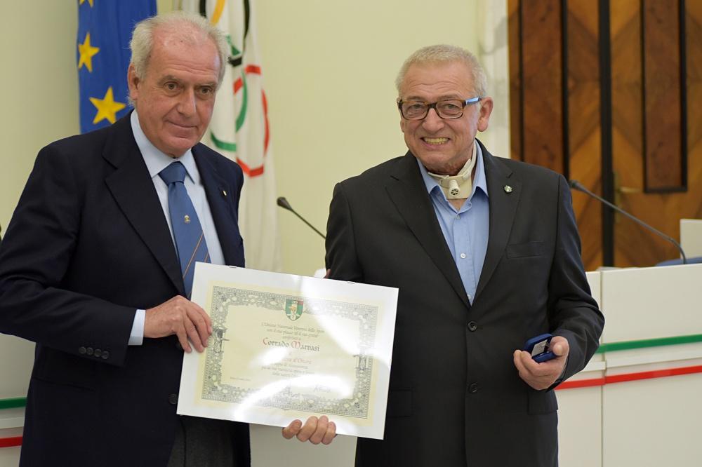 Corrado Marvasi ritira il Distintivo d'Onore da Alberto Scotti