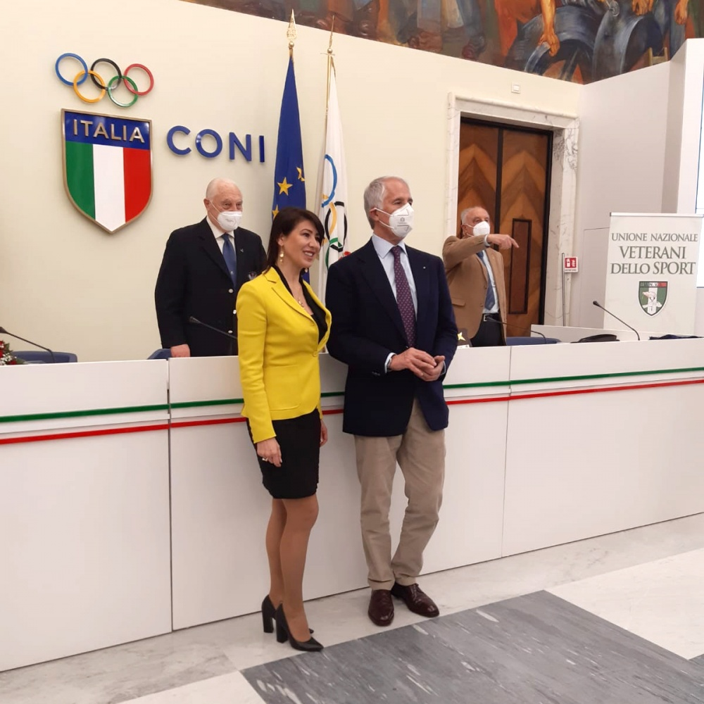 Francesca Bardelli con Giovanni Malagò nel Salone d'onore del CONI - 13 Marzo 2021, Roma
